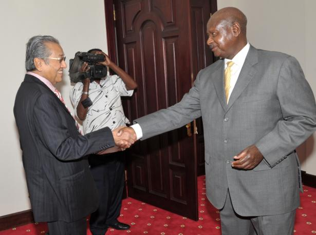 President Museveni meeting the former prime minister of Malaysia