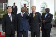 President receives Chinese entrepreneurs