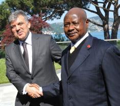 Turkish President Abdullah Gul welcomes President Yoweri Museveni to Istanbul